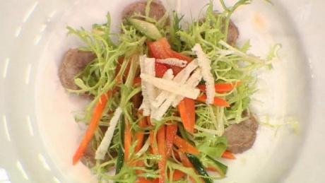 Легкий салат из овощей с отварным языком