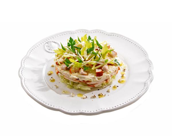 Салат из капусты с куриной грудкой и ананасами