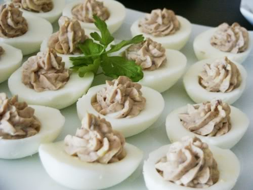 Фаршированные яйца с паштетом