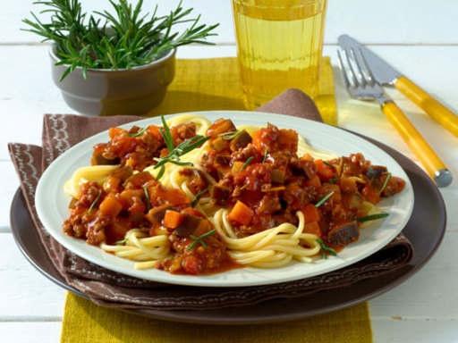 Спагетти под соусом из баклажанов