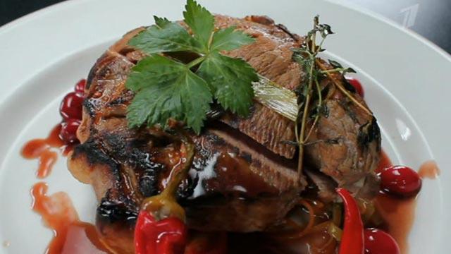 Ароматная свинина с жульеном из овощей