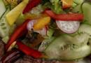 Салат с мясом и финиками