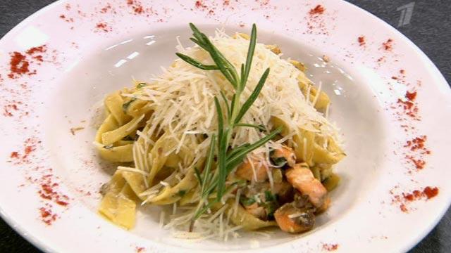 Фетучини с лососем и шпинатом