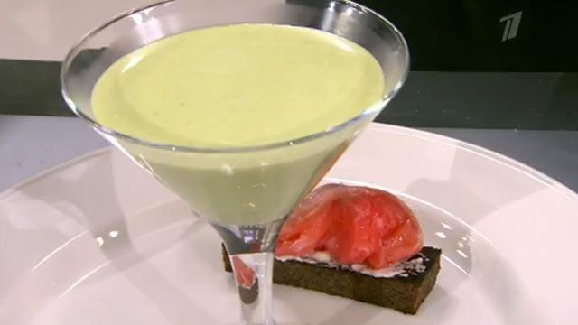 Суп из зеленого горошка с семгой