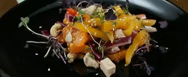 Овощной салат с курицей и мандаринами